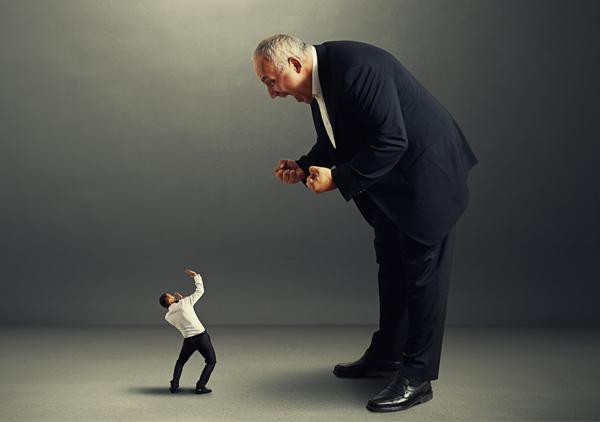 desvalorizacao-dos-talentos-da-empresa-esquizofrenia-corporativa-palestrante-marketing-carlos-caixeta